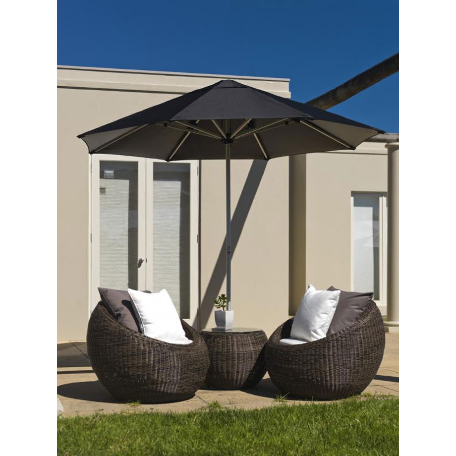 Instant-Shade-Centre-Post-Lifestyle-D