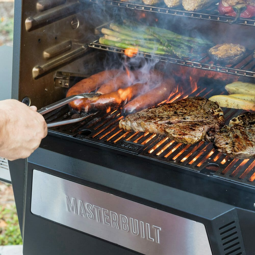 MasterBuilt Gravity Fed 560 Digital Charcoal Grill and Smoker